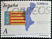Un sello impreso en España muestra la bandera y mapa de la Comunidad Autónoma de Valencia