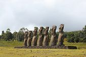 Plataforma de sete moai, ilha Oriental, Chile
