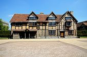 picture of william shakespeare  - Front view of Shakespeares birthplace - JPG