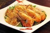 Casseroled prawns/shrimps with glass noodles
