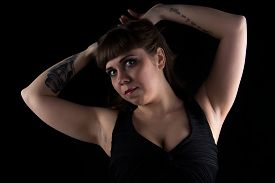 picture of curvy  - Photo of curvy woman with tattoo on hand on black background - JPG