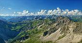 Ein Atemberaubendes Berg Panorama In Den Allgäuer Alpen Im Sommer. Im Vordergrund Ist Das Rauhorn Zu poster