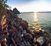 Постер, плакат: Скалистое побережье на озере Байкал Шаманка