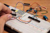 Prüfung von elektrischen Stromkreis auf Steckbrett