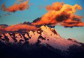 Постер, плакат: Закат света над Cordiliera бланка Перу Южная Америка