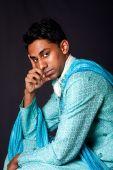 Pensamento e Hindu homem sentado