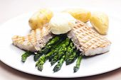 tuna steak with green asparagus and unpeeled potatoes