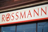 Logo of Rossmann drugstore