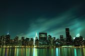Skyline de Manhattan Midtown en luces de la noche, NYC
