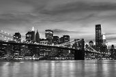 Brooklyn Bridge und Manhattan Skyline at Night, New York city
