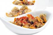 algunos cuencos con berberechos, berberechos españoles, sirvió como aperitivo con vinagre y pimentón