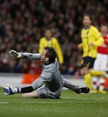 LONDON, ENGLAND. 31/03/2010. Arsenal Goalkeeper Manuel Almunia  in action during the  UEFA Champions League quarter-final between Arsenal and Barcelona at the Emirates Stadium