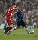 MADRID, SPAIN. 22/05/2010. Munich's midfielder Mark van Bommel and Milan's midfielder Wesley Sneijde