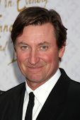 Wayne Gertzky at the 10th Alfred Mann Foundation Gala, Robinson-May Lot, Beverly Hills, CA 10-13-13