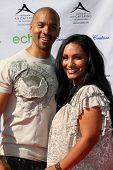 LOS ANGELES, 11 de julho: Aaron Spears & esposa chegarem a Birgit C. Muller Fashion Show, em Chaves Ranc
