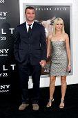 LOS ANGELES - JUL 19:  Liev Schreiber & Naomi Watts arrive at the