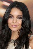 LOS ANGELES - JULY 20:  Vanessa Hudgens arrives at the