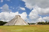 CHICHEN ITZA, MEXICO - AUGUST 8: people visiting de pyramid on August 8, 2013 in Chichen Itza, Yucat
