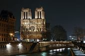 night view of cathedral Notre Dame de Paris