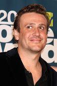 LOS ANGELES - JUN 5: Jason Segel im Pressesaal des die 2011 MTV Movie Awards am Gibson Ampitheat