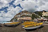 Barcos en Marina de Positano, Costiera Amalfitana, Italia