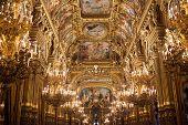 Detalhes arquitetônicos do Palais Garnier, ópera de Paris,