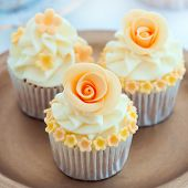 picture of sugarpaste  - Wedding cupcakes - JPG