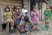 Arme laotische Hmong-Kinder