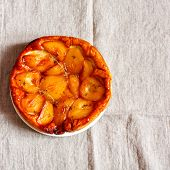 Tarte Tatin with pears and thyme