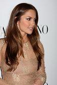 LOS ANGELES - 27 de MAR: Kelly Minky llega en la inauguración de Beverly Hills de Valentino en la S de Valentino