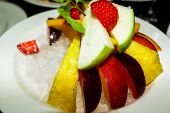 picture of fruit platter  - Fruit platter served on a bed of ice - JPG