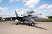 F-18 Español