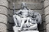 America and Australia, statues depicting personifications of the various continents. Naturhistorisch