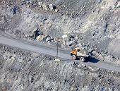 Carro de descarga en la mina de asbesto