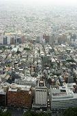Vista de un moderno grande contaminada ciudad