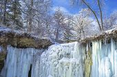 Upper Minnehaha Falls, Winter
