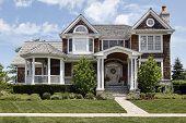 Luxus Haus mit Spalte Eintrag Weg