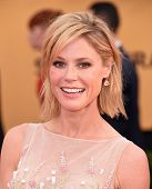 LOS ANGELES - JAN 25:  Julie Bowen arrives to the 21st Annual Screen Actors Guild Awards  on January 25, 2015 in Los Angeles, CA