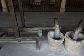 Chinese herbal medicine grinder