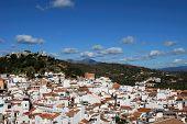 White town, Monda.