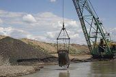 pic of dredge  - Career dredge on extraction of gravel  - JPG