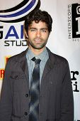LOS ANGELES - SEPT 22:  Adrian Grenier arriving at the premiere of