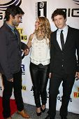 LOS ANGELES - SEPT 22:  Adrian Grenier, Brooke Nevin, Gabriel Sunday arriving at the premiere of