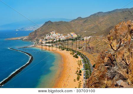 Постер, плакат: Вид с воздуха на пляж Тереситас в Тенерифе Канарские острова Испания, холст на подрамнике