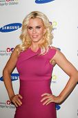 NEW YORK-JUNE 4: Actress Jenny McCarthy attends Samsung's Annual Hope for Children gala at the Ameri