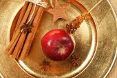 Composición de manzana y especias de la Navidad