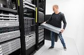 Woring IT consultant install rack server