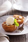 Baked peaches with ice cream