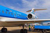 Personnel Refuelling Klm Fokker 70