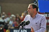 O'FALLON - AUGUST 31: Governor Mike Huckabee talks to the crowd at a McCain rally August 31, 2008 in